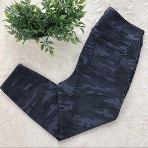 Torrid black gray camo jegging skinny jeans 18